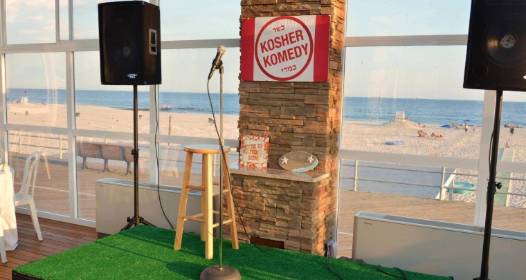 Mike Fine Performs at Sold-Out Kosher Komedy Show